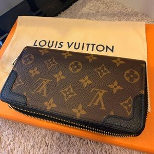 Louis Vuitton Bags - Authentic Louis Vuitton Zippy Wallet